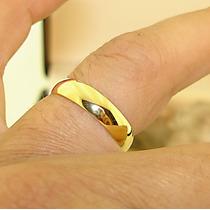 Anel Aliança Compromisso Noivado Anatômica Aço Inox Cor:ouro