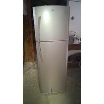 Refrigerador Marca Mabe Con Un Pequeño Golpe En La Puera
