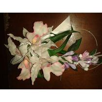 Ramo De Orquideas Y Fresias Con Moño Blanco En Porcelana Fri
