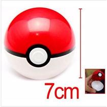 Pokebola Tamanho Real + Mini Pokemon Aleatorio Brinde