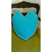 Almohadon Al Crochet Forma De Corazon Celeste Y Turquesa