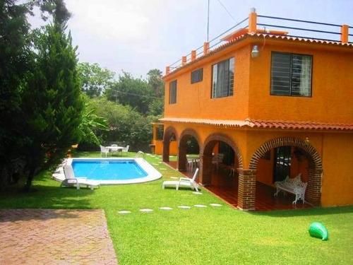 Casas en renta vacacional en ciruelos 25 oaxtepec for Fotos de casas con jardin y alberca