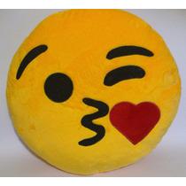 Cojin Emoji Whatsapp Peluche Suave Beso De Corazón 35cm