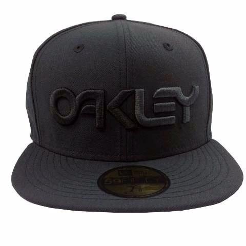Boné Oakley New Era Aba Reta - R  105 103e9cfc6df