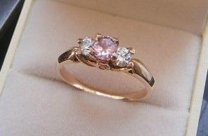 Anillos de compromiso con diamante rosa