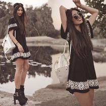 Vestido Negro, Tipo Mini Con Patrón De Greca Blanca