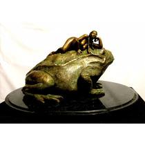 Escultura En Bronce De Modelo Femenina Con Sapo Artístico