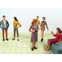 10 Figuras Humanas Escala 1:30 Ou 1:32 Plástico Maquete