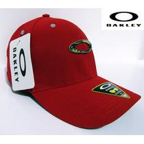 Boné Oakley Flexfit - Aba Curva Vermelho