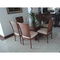 Mesa De Jantar Em Ratam. Semi Nova. Com Seis Cadeiras