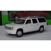 1:32 Cadillac Excalade Esv 2004 Perla Signature Models