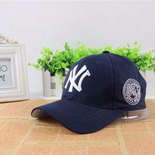 db642b31975bb Boné New York Yankees Aba Curva Hip Hop - Azul Importado - R  99