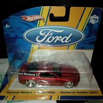 Hot Wheels 2010 Ford Mustang Gt Rojo 1:50
