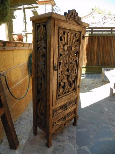 Ropero Vintage Tallado En Madera Acabado Barniz Envejecido - $ 5,850.00 en Me...