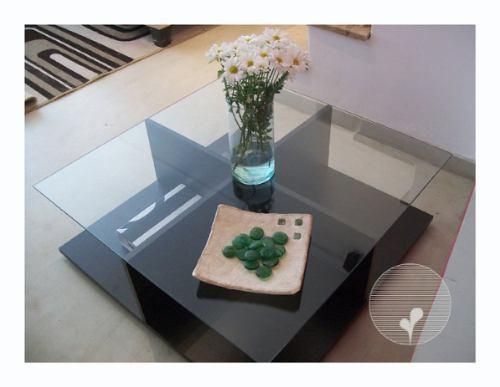 Mesa ratona con vidrio y madera 85cm x 85cm for Mesas de living