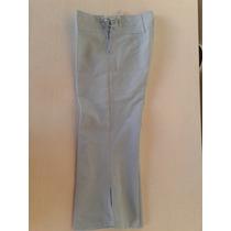 Pantalon Capri Color Celeste Con Detalle Bordado
