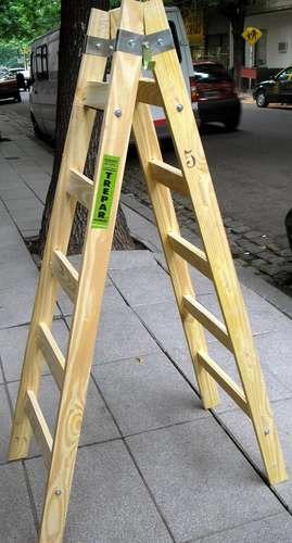 escalera de pintor de madera de escalones