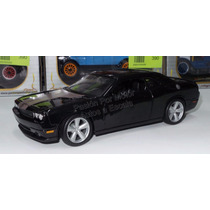 1:24 Dodge Challenger Srt8 2008 Negro Maisto Display
