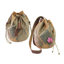 Bolso Tejido Por Artesanas Wayuu Con Complementos De Cuero