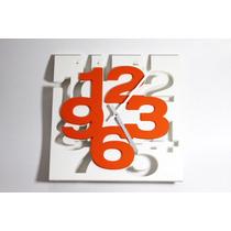 Reloj De Pared Blanco Cuadro Con Números Naranjas Rep06