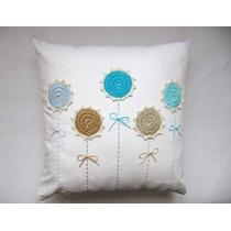 Almohadon De Tela Con Apliques Al Crochet