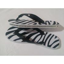 Chinelo De Zebra Com Strass Lateral E Piercing Na Alça