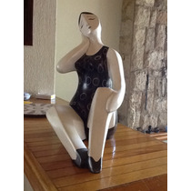 Escultura Femenina Moderna Realizada En Ceramica