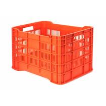Caja De Plástico / Maria Calada / Medidas: 56x37x33h