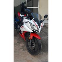 Se Vende Yamaha R15 Semi-nueva Color Rojo/blanco