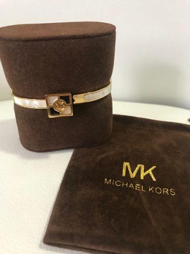 dd25348908f Pulseira Bracelete Michael Kors Dourado Com Madreperola - R  164