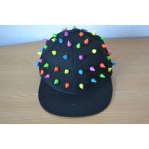 Gorra Negra Con Estoperoles Picos Multicolres De Plastico