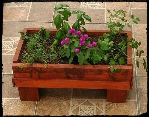 Jardinera con plantas florales y o arom ticas for Jardinera plantas aromaticas