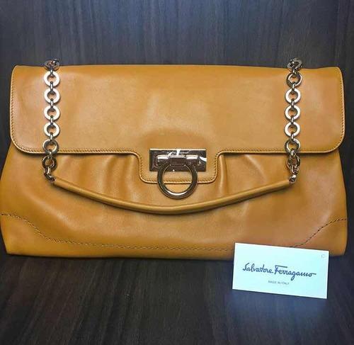 83be0582882a4 Bolsa Salvatore Ferragamo - R  850