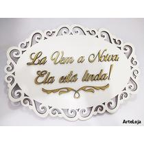 Placa Lá Vem A Noiva, Ela Está Linda! Branco E Dourado Escov