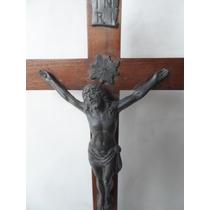 Antigo Crucifixo De Mesa Em Madeira E Estanho.