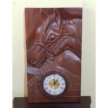 Relógio De Parede Cavalo Potro Em Madeira Entalhada