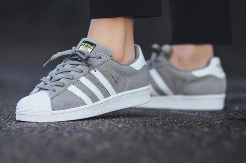 adidas gris gamuza