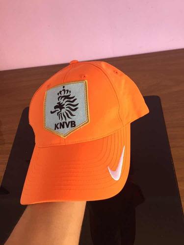 322113b0ca314 Boné Nike Holanda - R  250