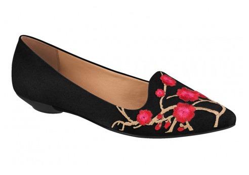 7f7c4e7e63 Sapatilha Slipper Bordado Floral Vizzano 1131.1100 - Preta - R  95 ...