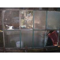 Manpara Metálica Con Vidrio Repartido, En Buen Estado.