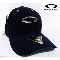 Boné Oakley Flexfit - Aba Curva Azul Escuro