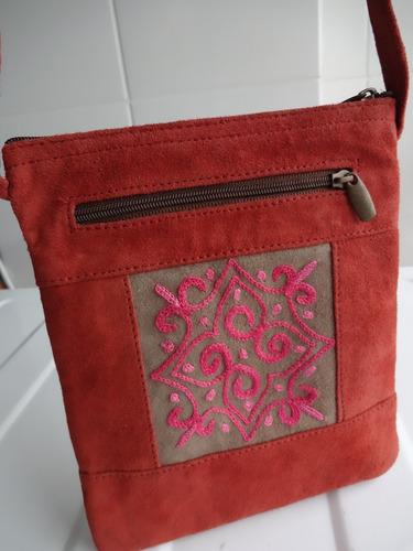 Bolsa De Couro Legitimo Artesanal : Bolsa transversal artesanal em couro leg?timo com bordado