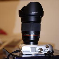 Samsung Nx100 + 16mm F2 Samyang / En Caja