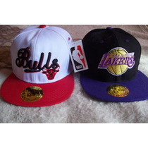 2 Gorras Visera Plana Snapback Modelos Nba Lakers / Bulls