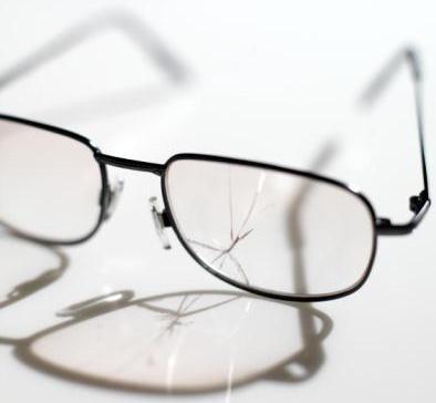 Oculos Quebrado Não Serve P Uso Artesanato - R  35,00 em Mercado Livre 2343d7ff04