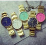 Reloj Dorado De Dama Con Fondo De Colores