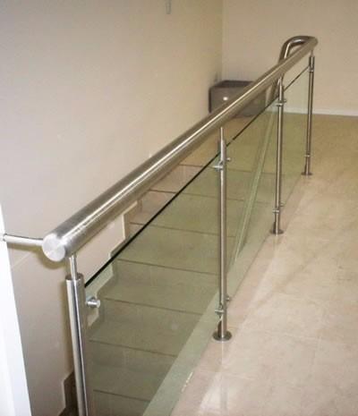 Barandas de escaleras y balcones de acero inox vidrio - Barandillas de cristal y madera ...
