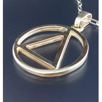 Dije Triángulo Inscrito En Un Círculo En Plata Ley.925