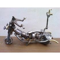 Moto, En Hierro Reciclado.