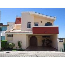 Se Renta Casa En Zerezotla ,cuenta Con 162 M2 De Terreno Y 200 M2 De Construcción. En Planta Baja:recibidor,medio Baño,sala,comedor,cocina Integral Con Espacio Para Desayunador, Área De Lavado,cuar